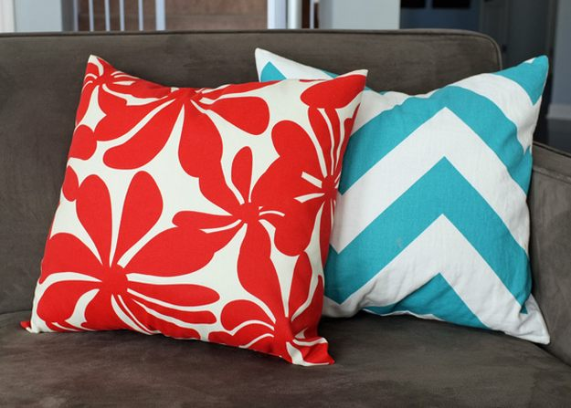 easy envelope pillow cover tutorial
