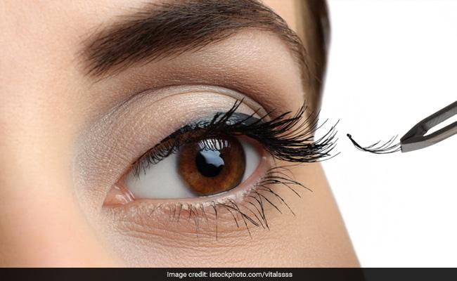 how to put on fake eyelashes tutorial