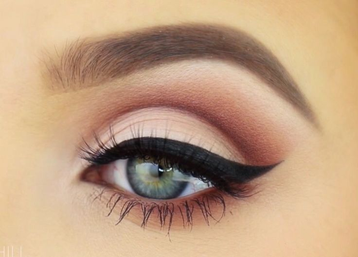cat eye winged eyeliner tutorial
